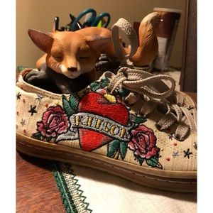 Kitson Embroidered Heart&Roses Canvas Sneaker 6.5
